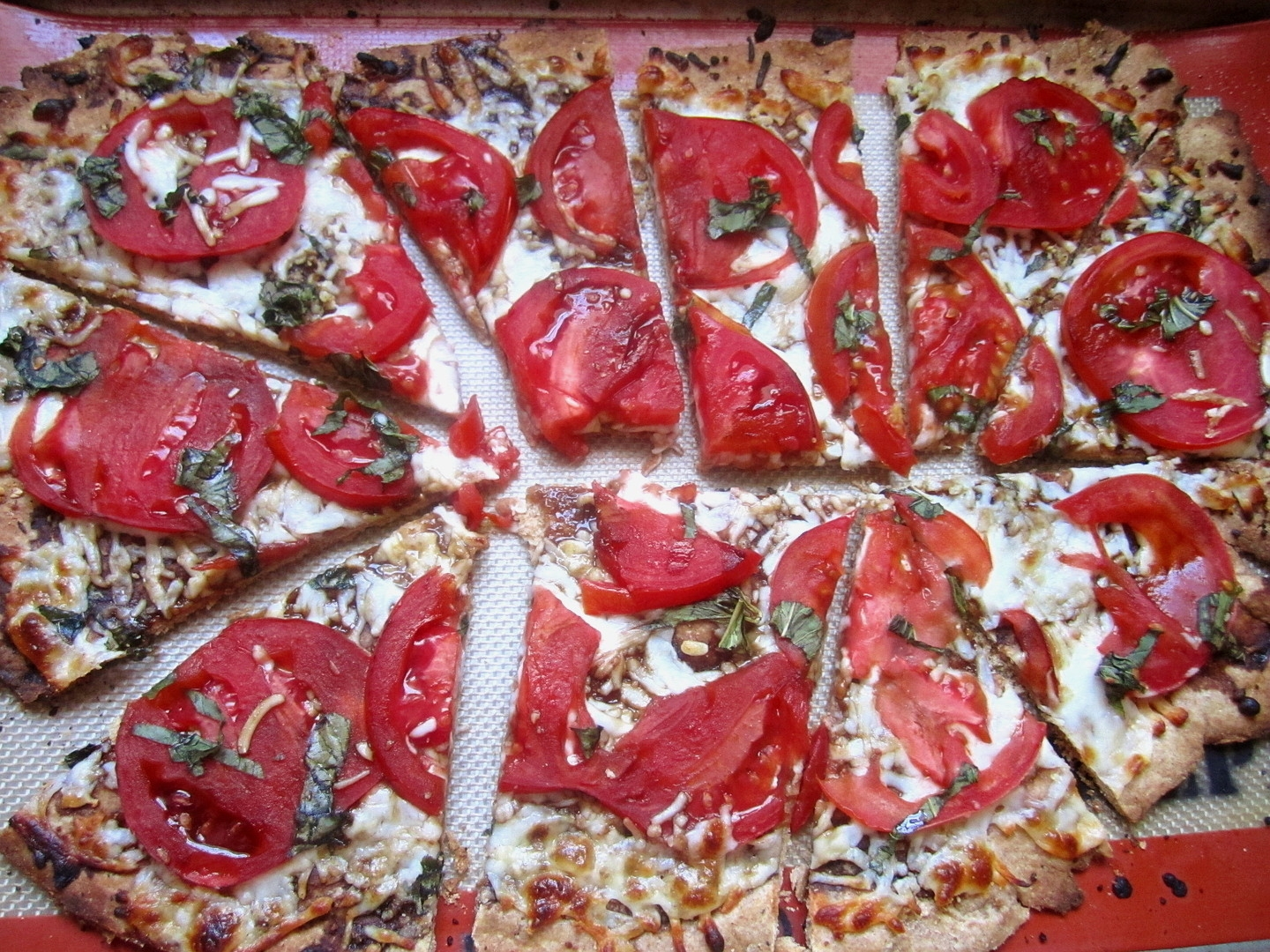 Whole Wheat Margherita Flatbread Pizza With Balsamic Reduction Sauce