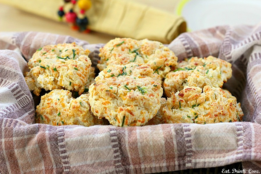 Low-Fat Cheddar Chive Biscuits