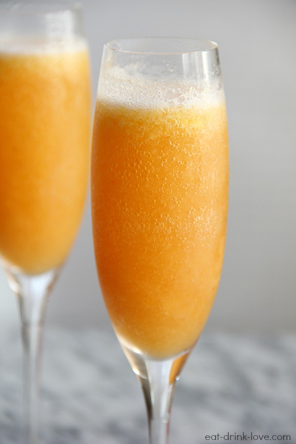 Frozen peach bellini cocktail recipe for Bellini cocktail