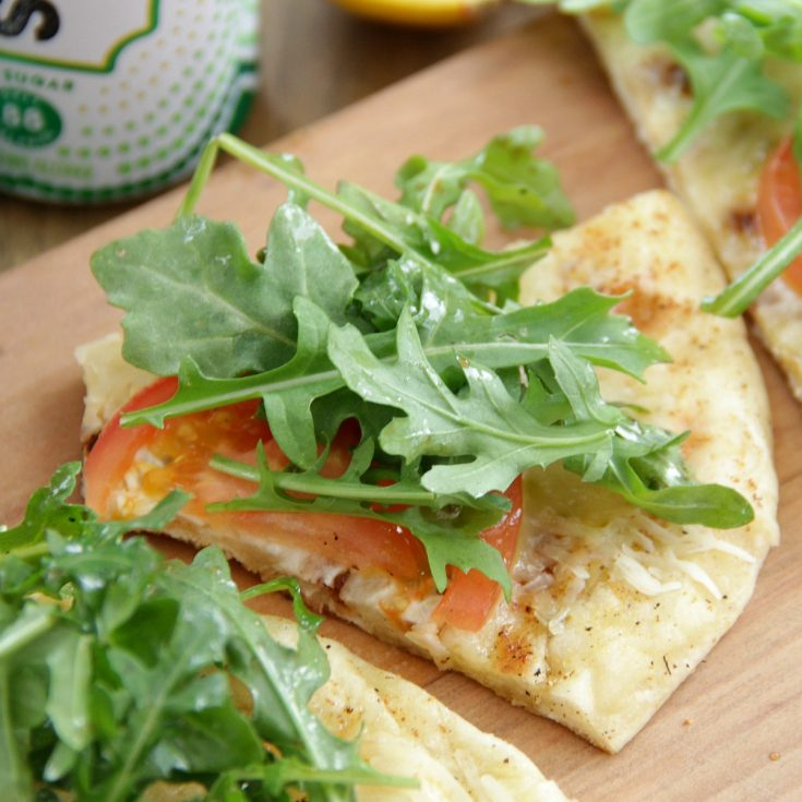 Grilled Tomato and Arugula Pizza